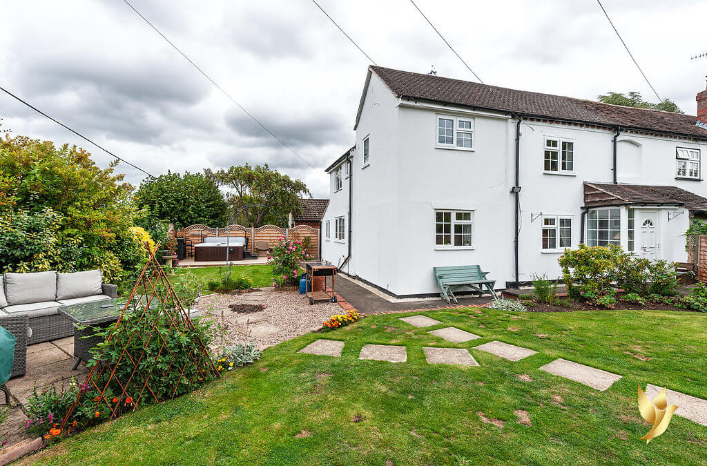 1 White Cottage, Haye Lane, Ombersley, Worcestershire, WR9 0EJ. Lovely Ombersley! And for Birmingham & M5